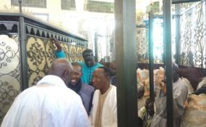 Vidéo-Photos: Cheikh Amar au Mausolée de Sokhna Diarra Toullah accompagné par Serigne Bassirou Mbacké Porokhane