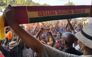 Bagarre entre militants de l'Union des Forces Démocratiques de la Guinée : Boubacar Diallo donne un coup de poing à Diouldé Ba et l'envoie dans les pommes