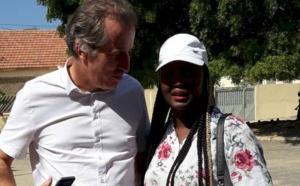 S.E.M Christophe Bigot, l'Ambassadeur de la France au Sénégal en toute complicité avec la chanteuse Maréma Fall