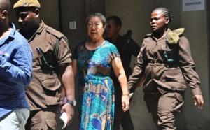La Chinoise Yang Fenlan (au centre), lors de son procès pour son rôle d'intermédiaire entre un réseau de braconnage local et des acheteurs internationaux dans le trafic d'ivoire, à Dar es-Salaam, en Tanzanie, le 19 février 2019. AFP