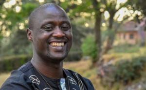Peter Tabichi, professeur de mathématiques et de physique kényan, a été sacré meilleur enseignant du monde.  Crédit : SULEIMAN MBATIAH / AFP