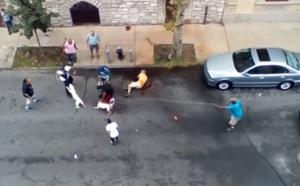 VIDEO - Deux pitbulls déchaînés attaquent et saignent un homme à New-York