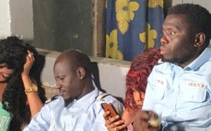 Que préparent Per Bu Xaar et les acteurs de rirou tribunal?