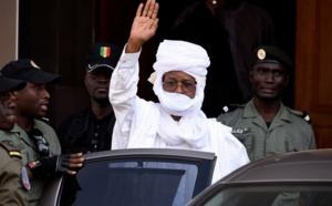 VIDEO - Condamné au Sénégal depuis 6 ans, le président tchadien Hissène Habré serait malade