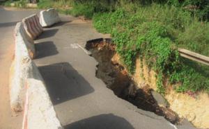 (PHOTOS) Alerte- Effondrement de la Corniche Est : Un risque d'avoir une rupture totale de la voie