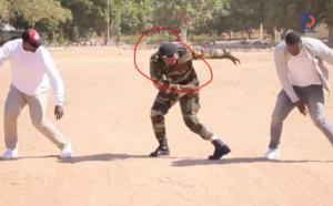 VIDEO - Modou Lô met le feu à la fête du Bataillon Blindé de Thiès