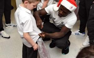 PHOTOS - Sadio Mané se déguise en père Noël dans un hôpital pour enfants …