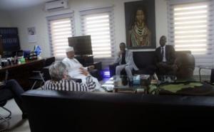 PHOTOS – Youssou Ndour rend visite aux forces de défense et de sécurité du Sénégal déployées au Mali