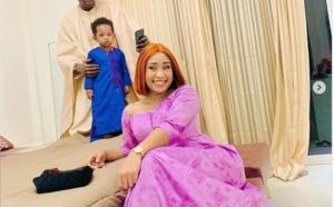 Korité: Admirez  la belle tenue de Alima de la série Adia, en compagnie de son mari et de son fils!