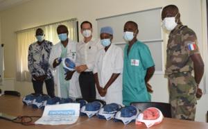 Eléments français au Sénégal : 60 masques de plongée Décathlon remis pour sauver des malades de la COVID-19.