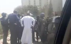 Ousmane Sonko n'a pas été menotté, vidéo à l'appui