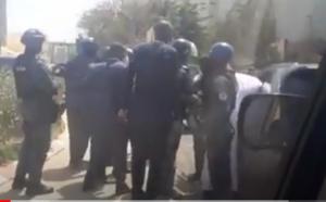 VIDEO / Les bras croisés à dessein sur son dos: Ousmane Sonko renvoie l'image d'homme menotté