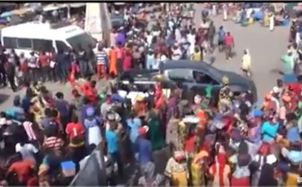 Vidéo/ Tout de rouge vêtus, les commerçants ont baissé les rideaux pour dénoncer la gestion du marché central de Thiès