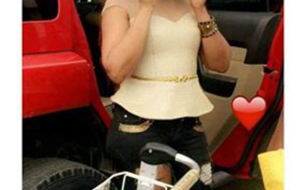 """Viviane en mode tournage dans la série """"Wiiri Wiiri"""""""