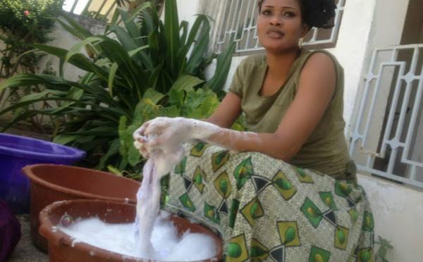 Photo : Soumboulou Bathily de Wiri Wiri en mode lavandière