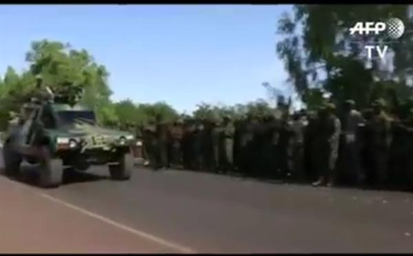 Vidéo : Regardez comment les soldats gambiens accueillent les soldats sénégalais