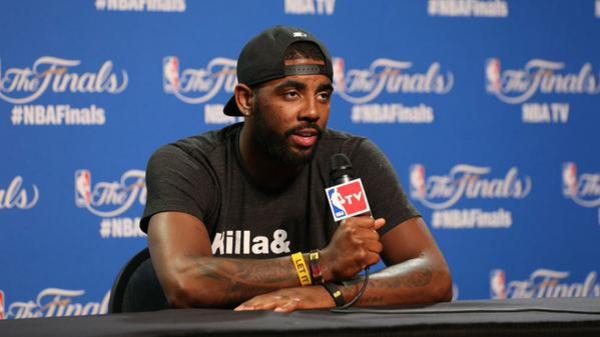 La star de la NBA, Kyrie Irving sème le trouble en affirmant à plusieurs reprises que... la terre est plate