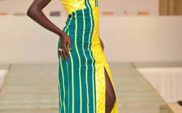 Fleur Mbaye dans une belle tenue qui met en valeur sa silhouette gracile