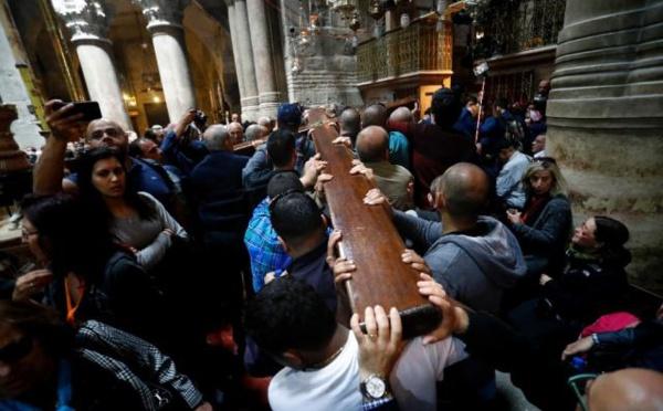 Des chrétiens du monde entier célèbrent le vendredi saint à Jérusalem