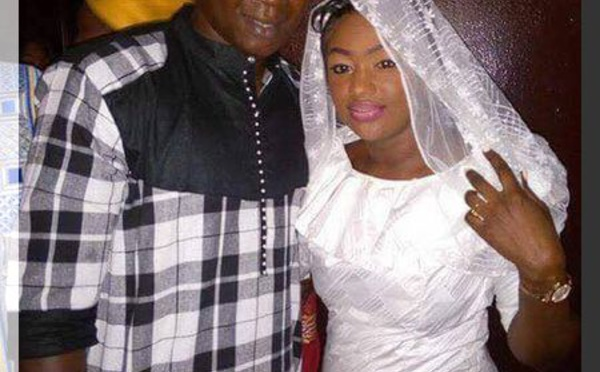 Le mariage de l'année, Pape Cheikh tout heureux avec sa femme.