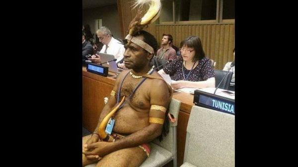 Un ressortissant de la Papouasie-Nouvelle-Guinée fait le buzz avec sa tenue à l'ONU