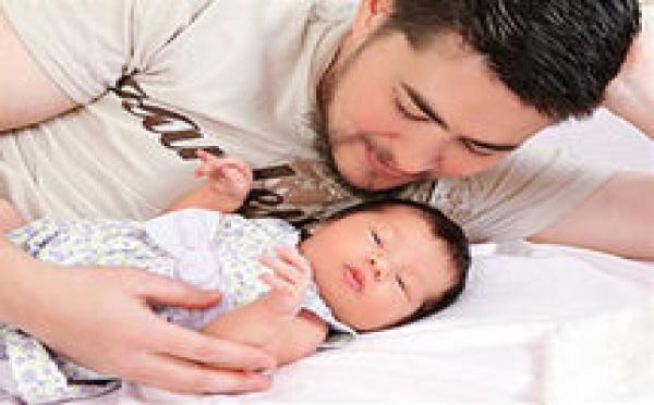 """Thomas Beatie, l'homme """"enceint"""" de son deuxième bébé a accouché"""