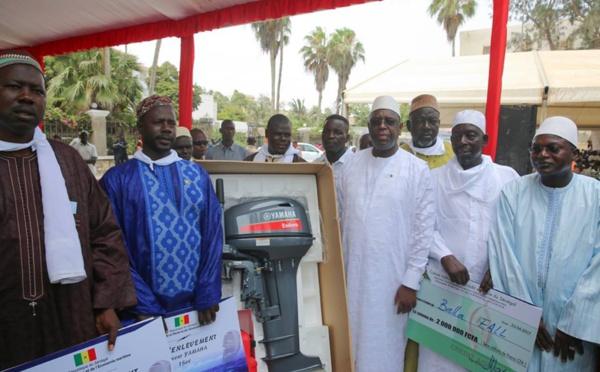 Photos : Macky Sall offre des chèques et des moteurs Yamaha aux pêcheurs de Saint-Louis