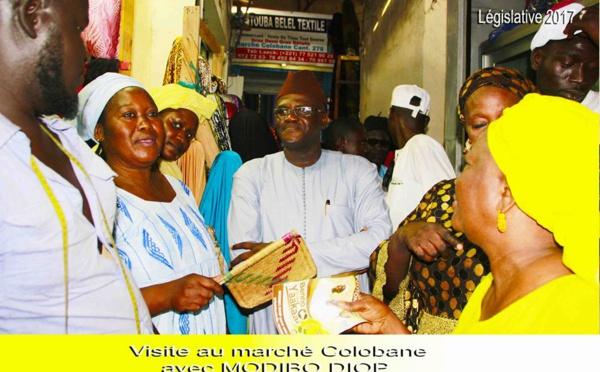 """17 photos : Visite de proximité de Modibo Diop au marché """"Gambie"""" et à la mosquée de Colobane"""