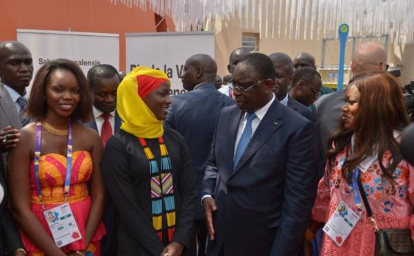 Oumy Ndour a bel et bien serré la main du Président Macky Sall: Une image qui a créé une …