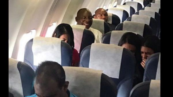 Afrique du Sud: Le Président Ramaphosa effectue un voyage en classe économique (photos)