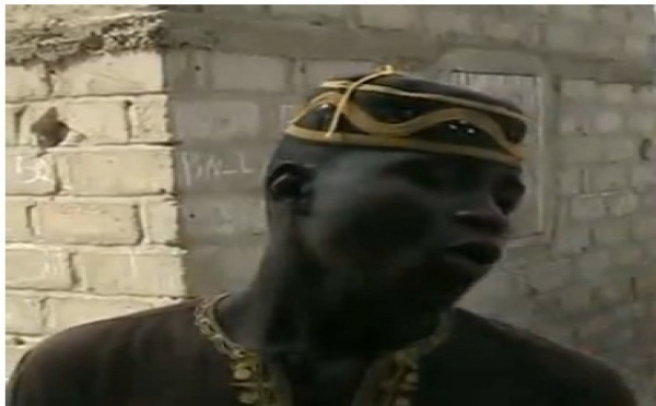 """VIDEO Buzz sur le Net : un jeune griot se paie Wade avec """"tassou"""" d'enfer"""