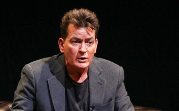 Charlie Sheen répond à la femme qui l'accuse de lui avoir transmis le VIH