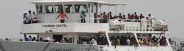 Gorée : Les filets de pêche bloquent la traversée des chaloupes.