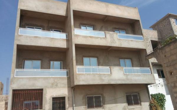 A vendre : Villa en neuf  R+2 - 300m2  à Sicap Mbao ( en finition )