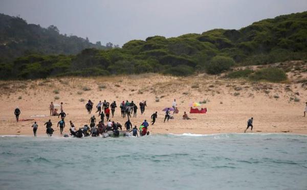 Espagne : Des touristes assistent médusés au débarquement de migrants marocains