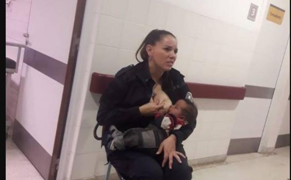 Le geste émouvant d'une policière qui allaite un bébé abandonné