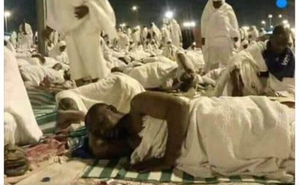 Mecque : le président Alassane Ouattara couché sur une natte comme les autres pèlerins