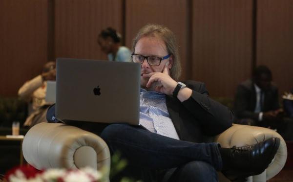 Voici l'expert photographe de la présidence, Lionel Mandeix