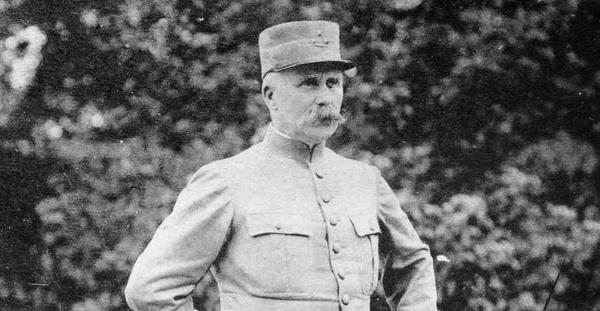 """11-Novembre - Pétain, vainqueur de Verdun ? """"Les historiens sont beaucoup plus divisés là-dessus"""""""
