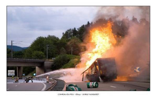 Insolite: Un camion en feu file à la caserne des sapeurs pompiers de Malick Sy