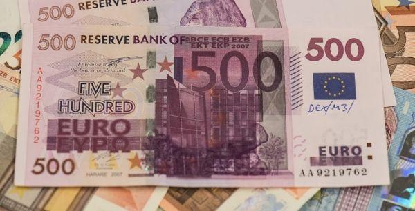 L'incroyable histoire des billets de 500 euros ayant bouché des WC se termine en conte de Noël
