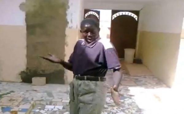 Video-délire : Youza pour Laye Wade, un très comique danseur et vendeur de warga danse pour le président