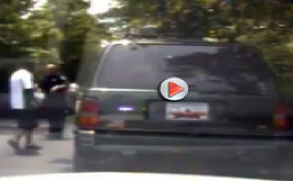Insolite course poursuite : le voleur est dans la voiture de police !