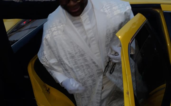 Photos : Cheikh Ahmadou Kara aperçu à bord d'un taxi à Thiès