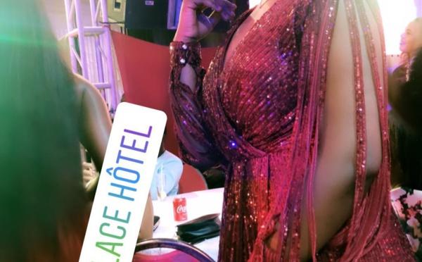 Photos : Maman un Café Avec époustouflante dans sa robe à la soirée de You
