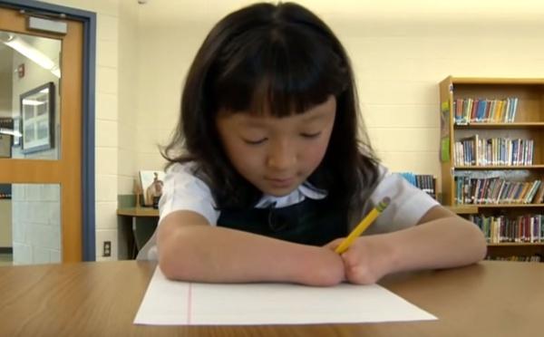 USA: Née sans mains, elle remporte un concours national d'écriture manuscrite