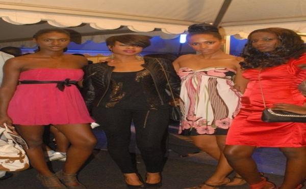 Photo : Mannequins dakarois en tenue de ville...