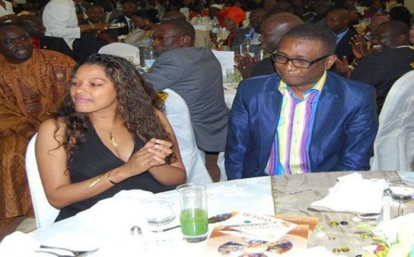 Youssou Ndour : au restaurant avec sa femme