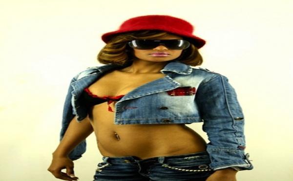 Depuis qu'elle sort avec le frère de Ali Bongo, Farah, l'ex copine de Nix, est la nouvelle star chez les video-girls