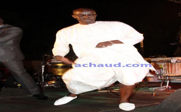 Le Youza du journaliste Yakham Mbaye sur la scène de Youssou Ndour
